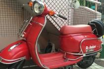 赤いバイクが目印です